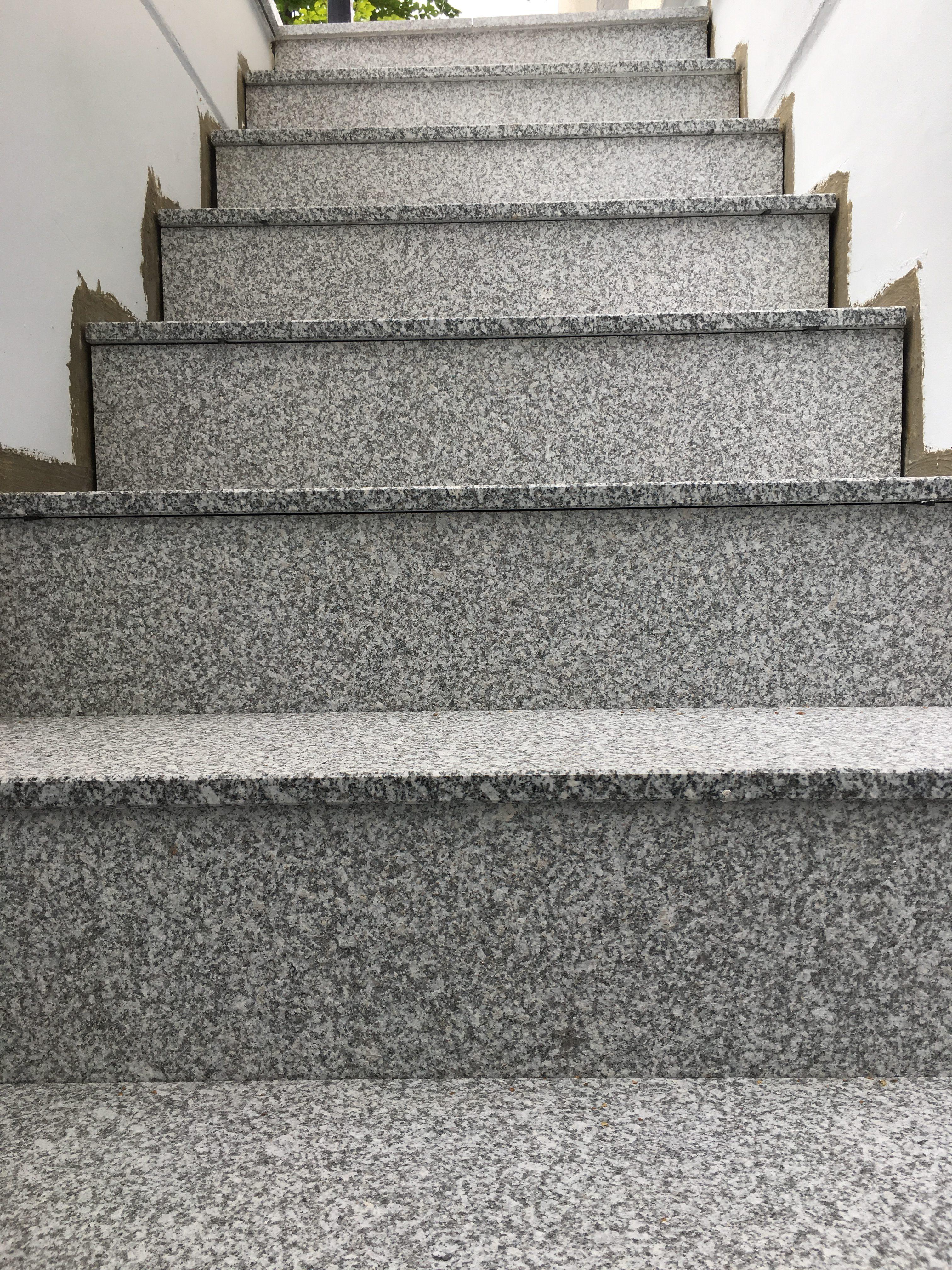 Nachher: die Treppenstufen sind gesetzt.